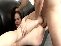 Chiavata anale hardcore con una baldracca scatenata